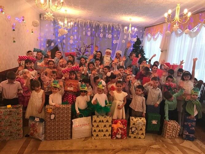 Команда БРСМ-Нафта подарувала дітям незабутню казку
